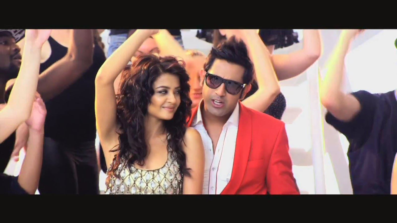 DESI GAANA Lyrics - Gippy Grewal Song - Lucky Di Unlucky Story