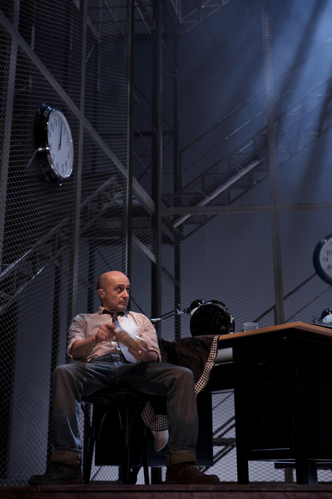 Pepe Viyuela como Berenger en Rinoceronte - Fotografía de Valentín Álvarez