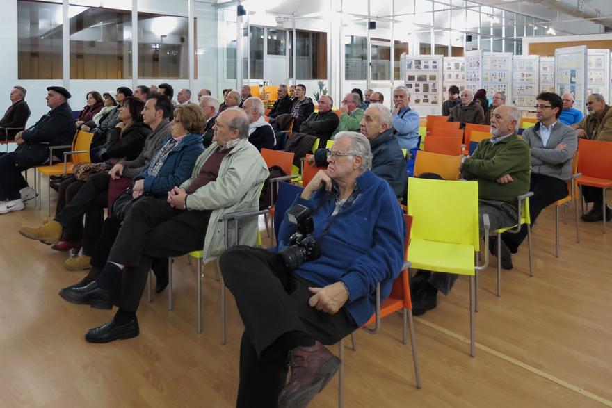 Público en la Conferencia del Centenario del Pozo Sotón