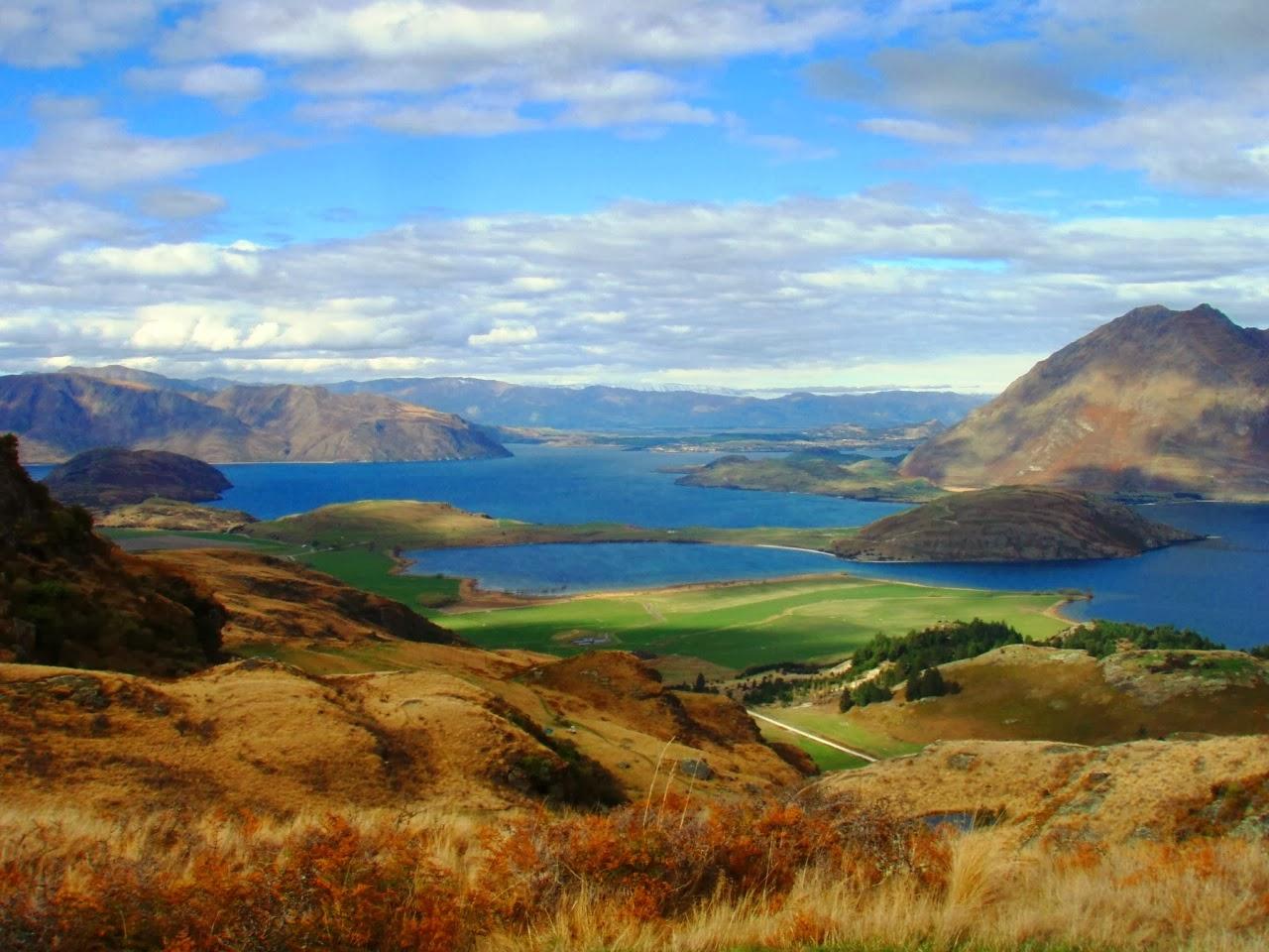 Wanaka New Zealand  city photos gallery : Wanaka New Zealand Tourists at Wanaka Can Easily and Conveniently Walk ...