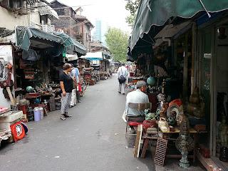 Street scene at Dong Tai Lu market