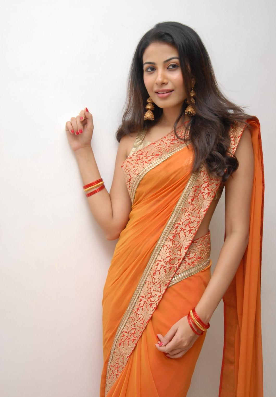 Kavya Navel Kavya shetty in saree hot pics