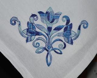 Вышитый фрагмент на полотенце