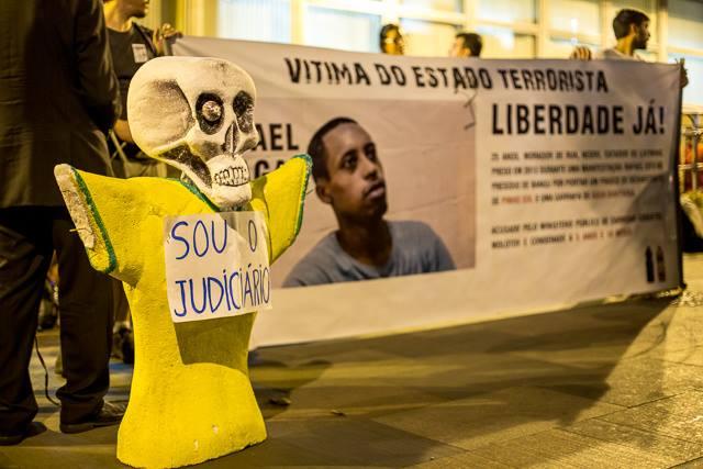 Rafael Braga foi preso novamente,enquanto ia comprar pão para sua mãe