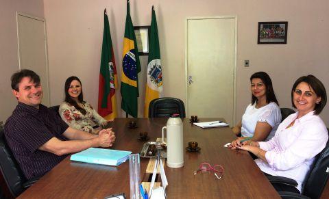 CRISTAL - PREFEITA FÁBIA RICHTER RECEBE A VISITA DO DR. JUIZ LUÍS OTÁVIO BRAGA SCHUCH