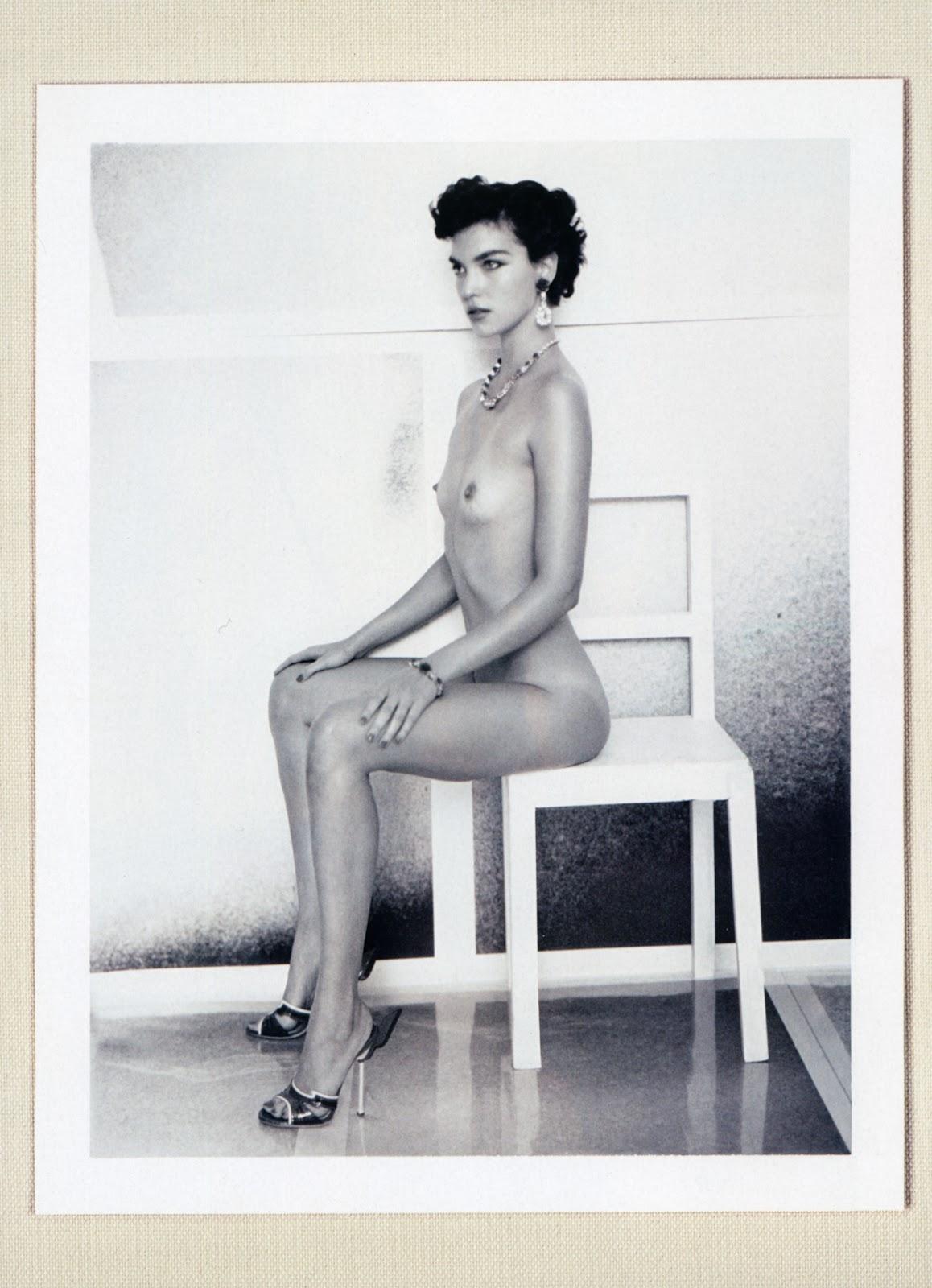 http://1.bp.blogspot.com/-aM6hnUNLe88/T3oo7taT7dI/AAAAAAAAlu0/EwoRpHI5yek/s1600/Arizona+Muse+by+Paolo+Roversi+for+Vogue+Italia+arizona-italia-1.jpeg