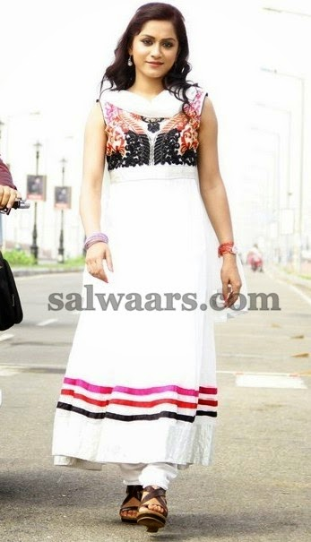 3 Ididots Actress in White Salwar