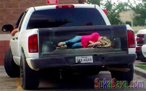 Coba Lihat, Ada Yang Aneh Dengan Mobil Pick Up Ini, Terkesan Menakutkan