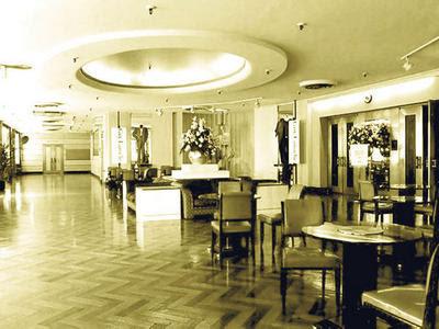 Montr al je me souviens restaurant le 9e chez eaton for Salle a manger montreal restaurant