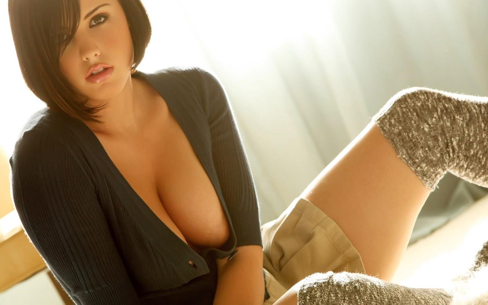http://1.bp.blogspot.com/-aMQFbHXJKVw/T-owhyJxnhI/AAAAAAAAAHo/0iprLkwXHvU/s1600/brunette-cleavage-wallpaper-1572--1920-x-1200-widescreen.jpg
