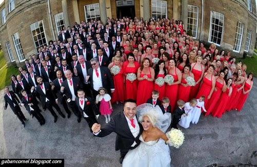 Perkahwinan Pelik Pengantin Diiringi 130 Orang Pengapit