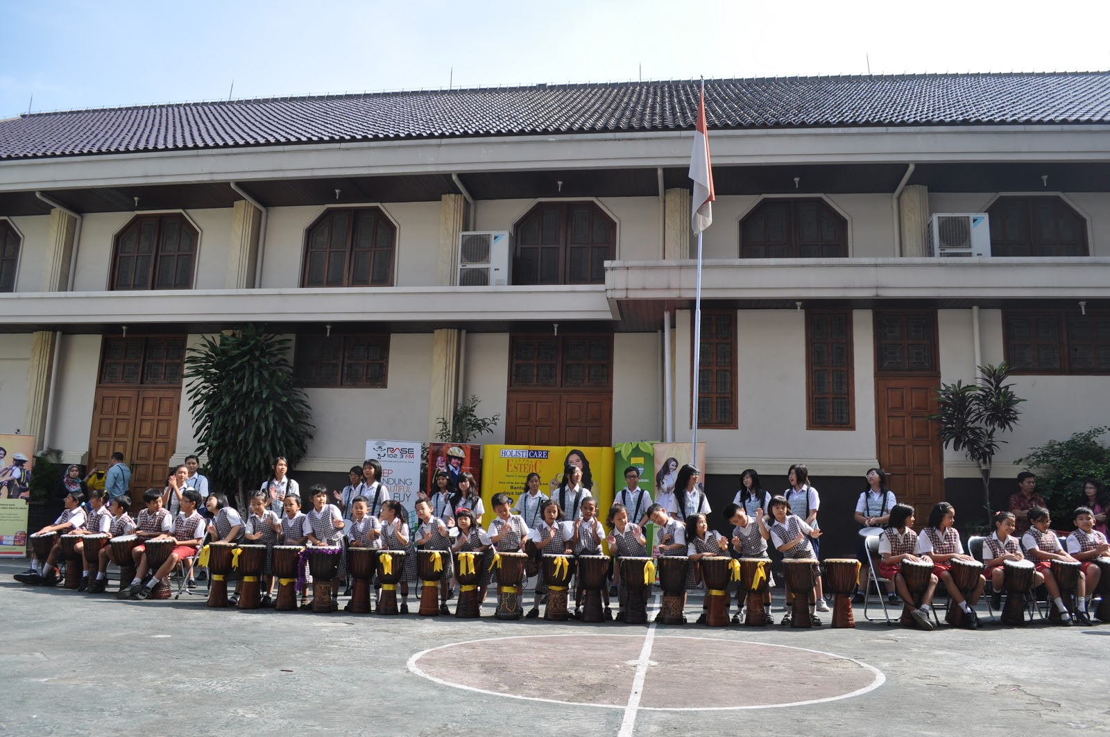 Sekolah Yos Sudarso Bandung. Foto: http://sekolahadiwiyatakotabandung.blogspot.co.id