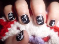 manicura negra hello kitty