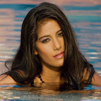 Poonam Pandey wet