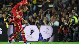 robben merayakan gol usai mencetak gol ke gawang barca