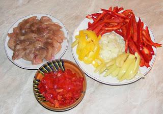 ingrediente pentru reteta de mancare chinezeasca din piept de pui cu legume si susan preparata la tigaie, retete culinare, retete cu pui, preparate din pui, retete cu legume la tigaie,