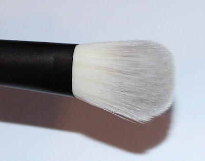 hakuho-do + SEPHORA PRO Fan Cheek Brush (Ougi)