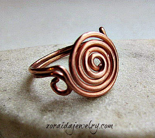 http://artzjewelry.wordpress.com/2012/11/19/how-to-make-a-spiral-wire-ring/