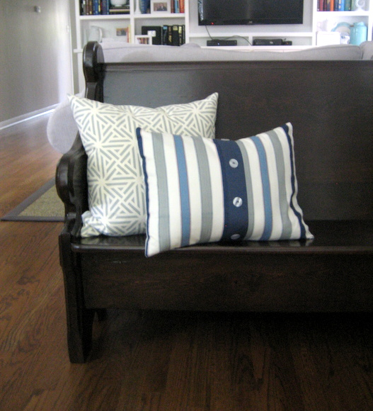 Decorating with a church pew: accessorizing | DIY Playbook
