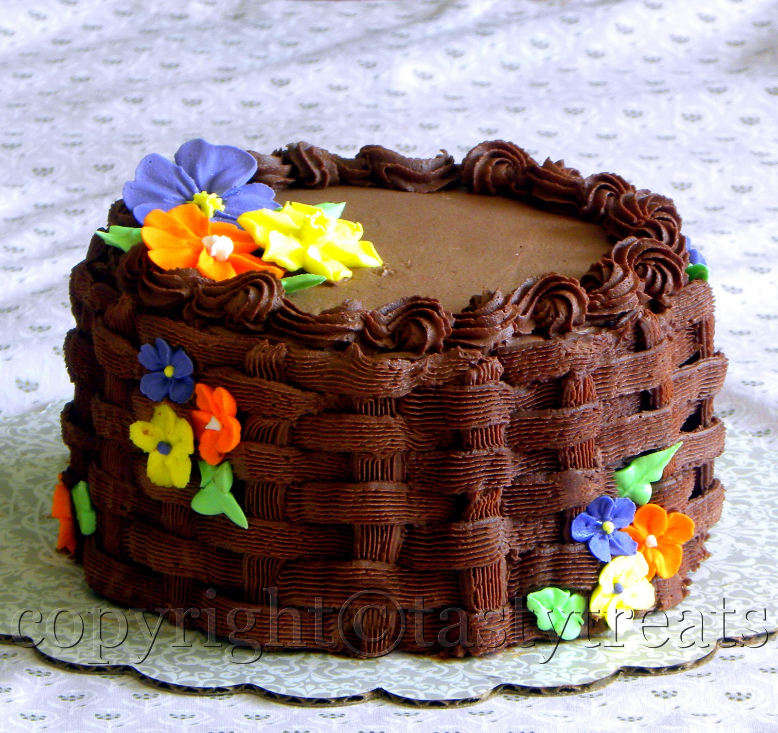 Eggless Cake Decoration At Home : Tasty Treats: Eggless Chocolate Cake with Chocolate ...