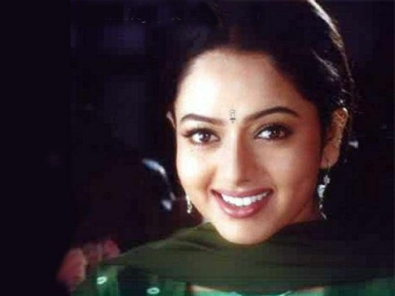 Soundarya Death Photos http://imprintsonindianfilmscreen.blogspot.com/2011/11/soundarya.html