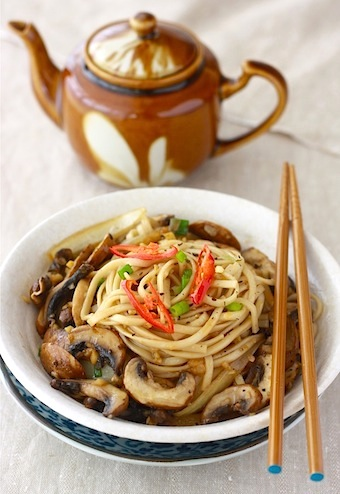 simple ramen noodles with stir fried mushrooms
