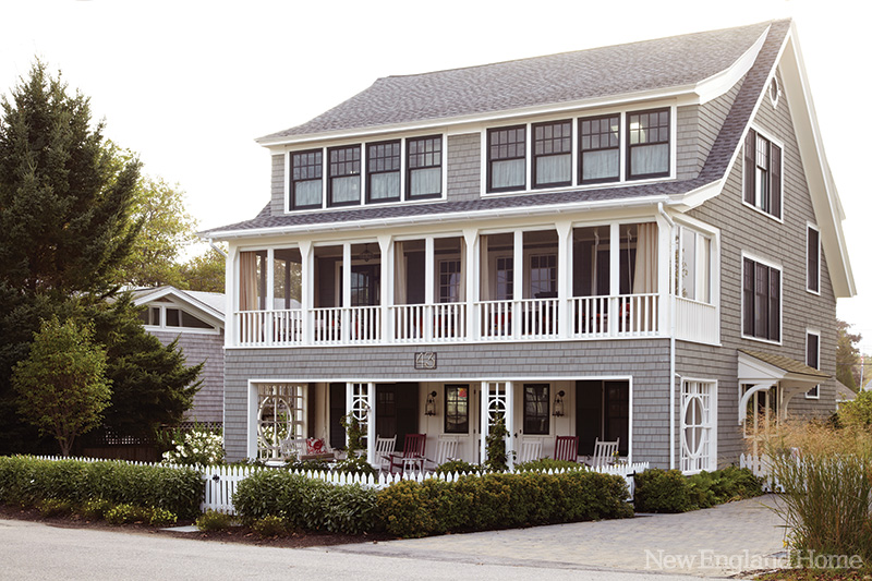 Beach house beauty in the hamptons interior heaven for New england beach house plans