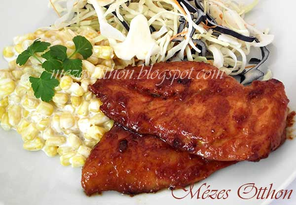 chilis mézes csirkemell majonézes kukorica salátával fotó