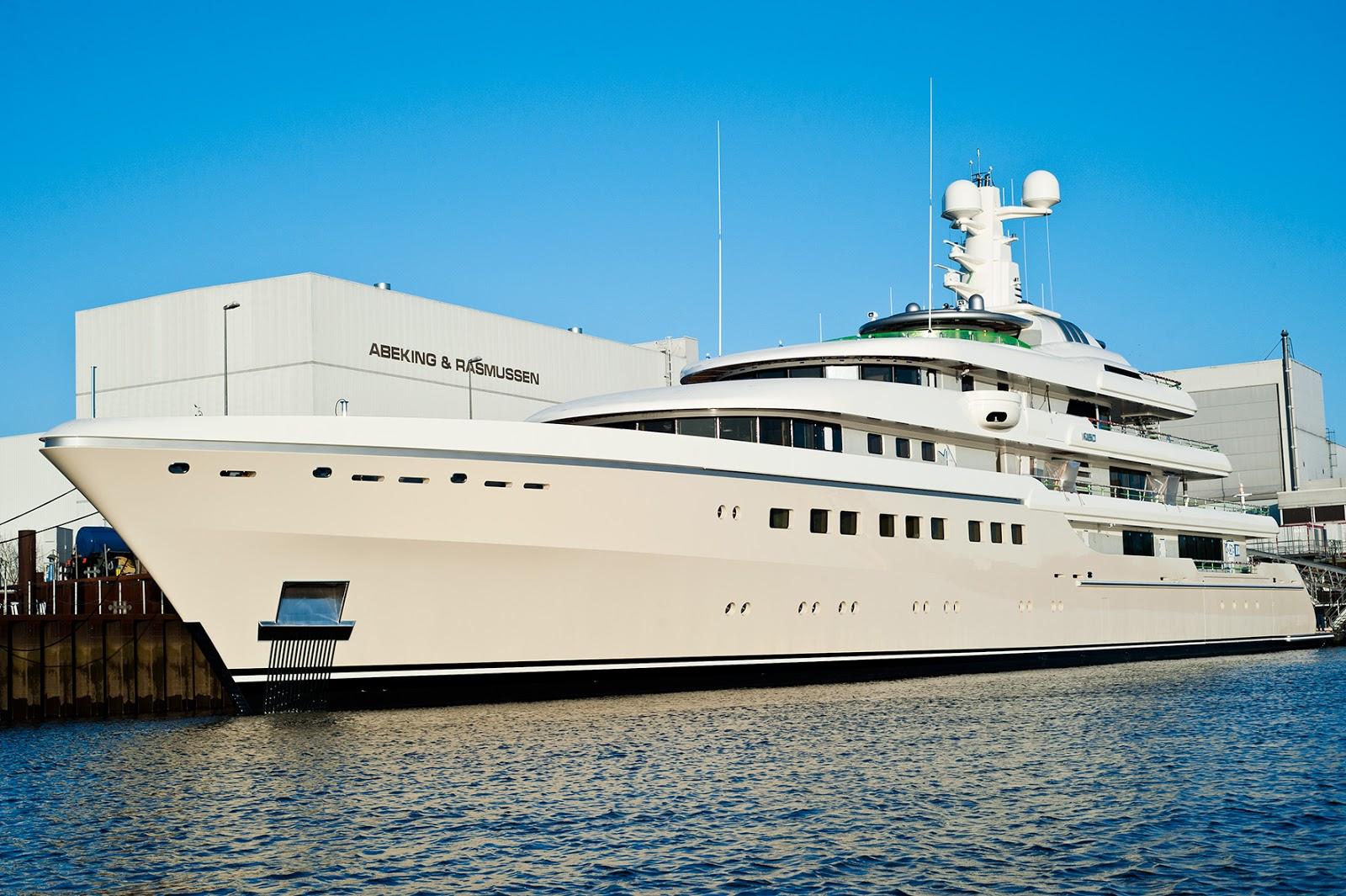 Superyacht KIBO