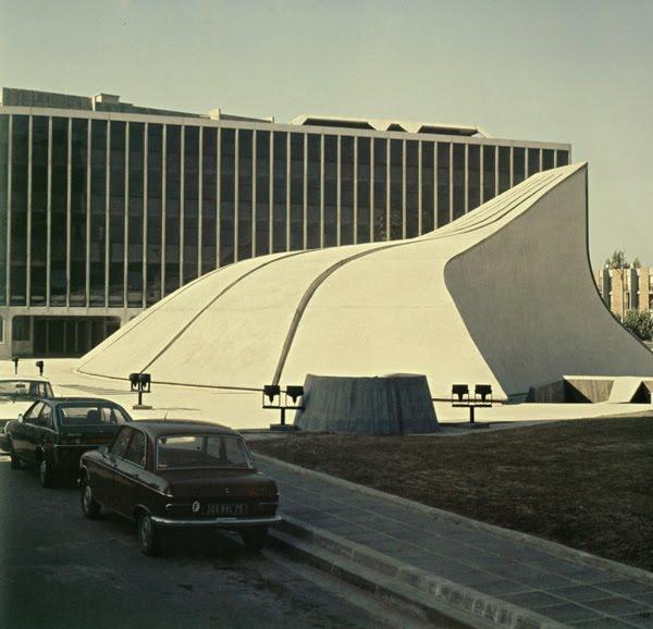 Bobigny - Bourse du travail  Architecte: Oscar Niemeyer  Construction: 1974, inaugurée en 1978
