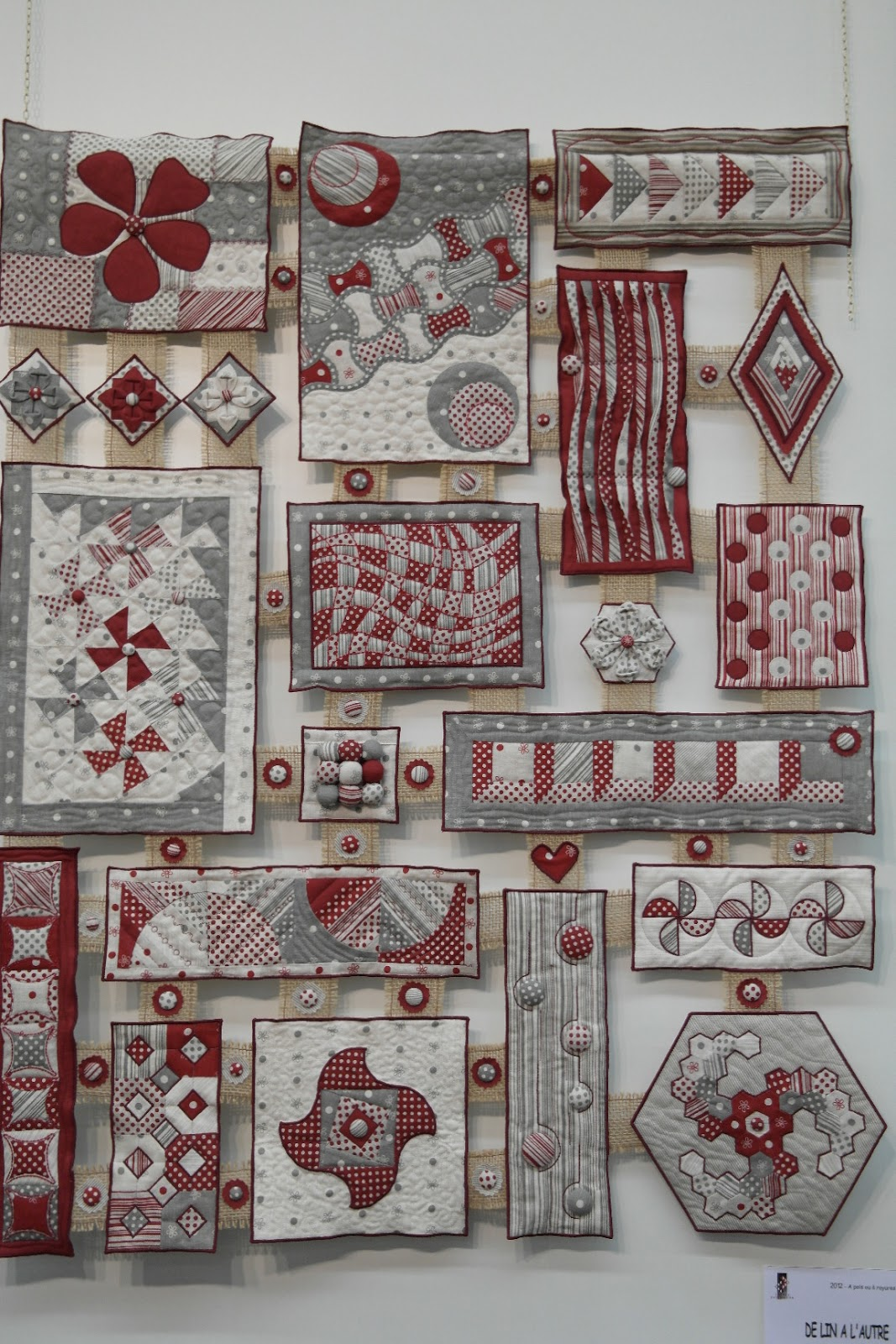 Atelier De Ninette: Quilt En Beaujolais. Full resolution  pic, nominally Width 1067 Height 1600 pixels, pic with #663838.
