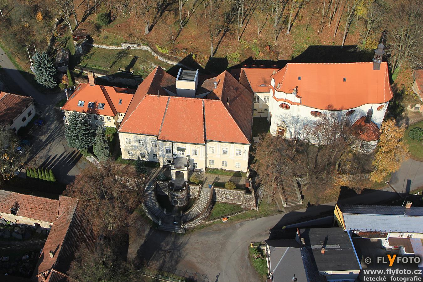 zámek Jesenec