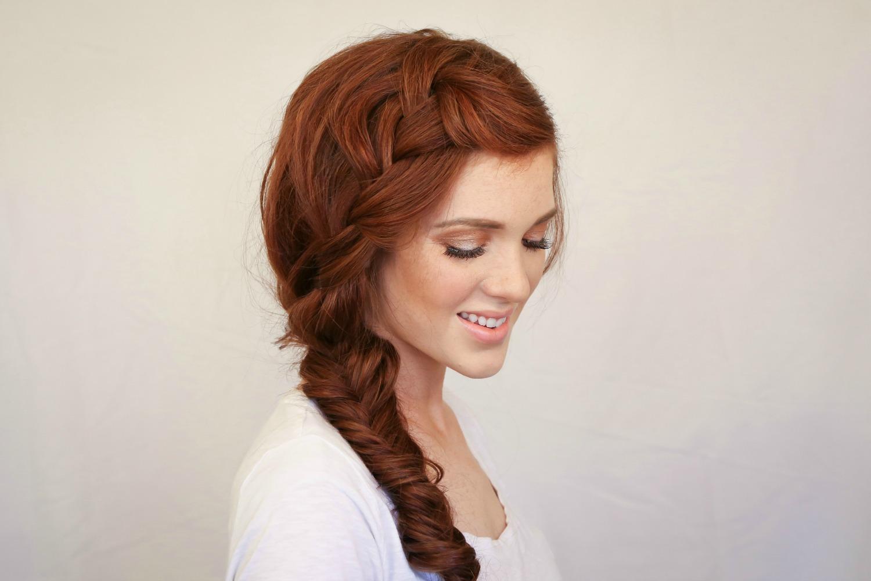 Прическа для девочки на бок на длинные волосы
