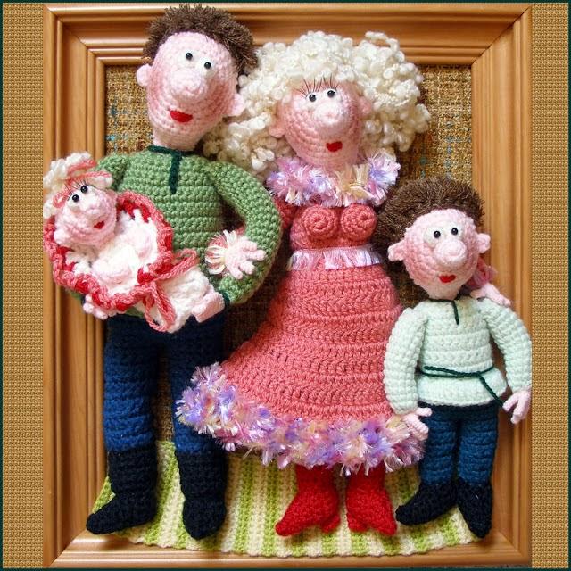 Cuadros realizados con muñecos hechos a crochet