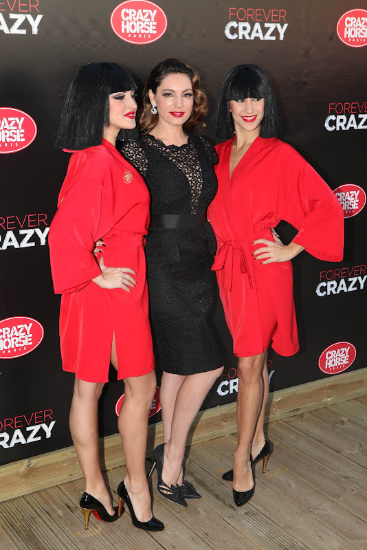 Kelly Brook posing with her future co stars of Crazy Horse show