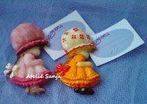 Lembrancinha infantil , menina de biscuit com imã -