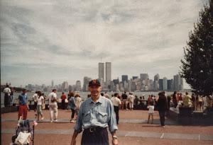 """海曼在双子楼前。谁也想不到会有""""9.11""""事件。"""