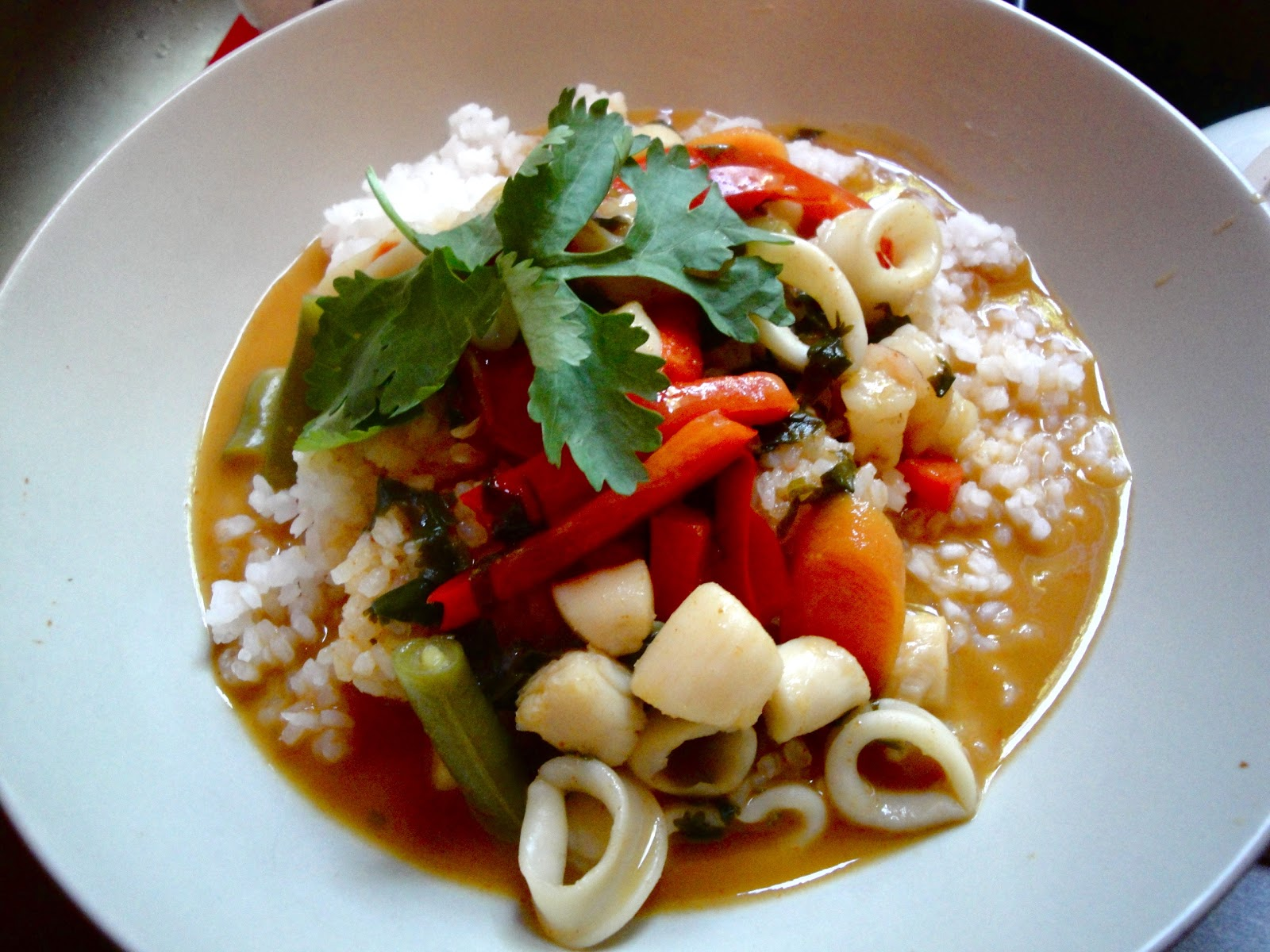... : Dinner Tonight: Red Thai Coconut Curry with Seafood and Sticky Rice