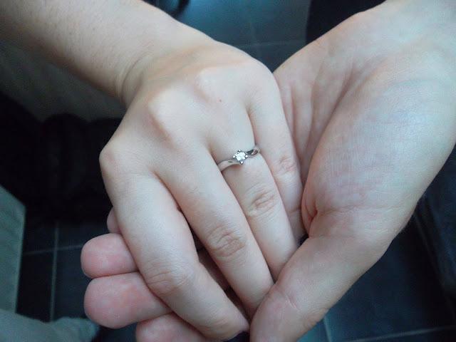 http://www.verodoesthis.be/2015/10/julie-wij-zijn-verloofd.html