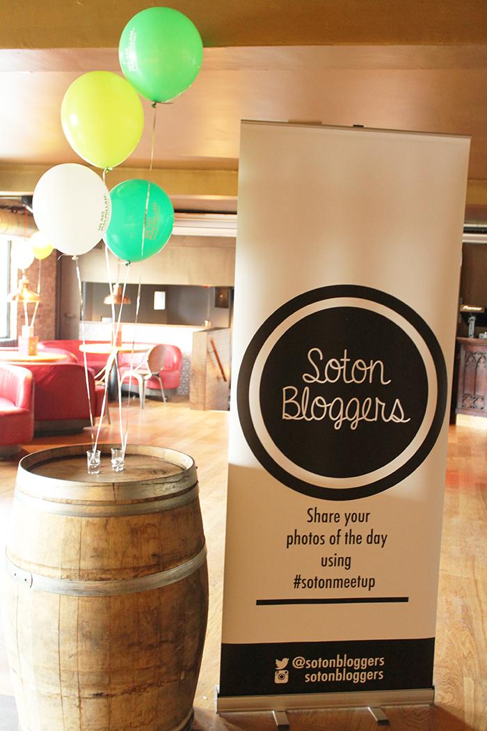 Soton Bloggers do cake event