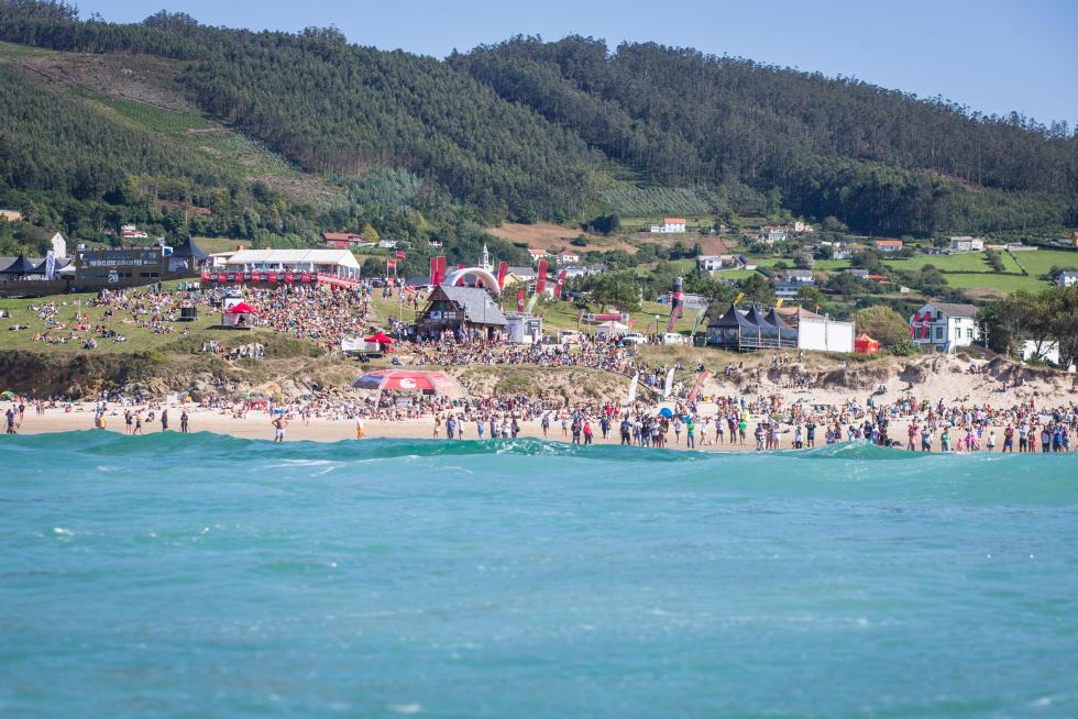 8 Public Pantin Classic Galicia Pro 2015 Foto WSL