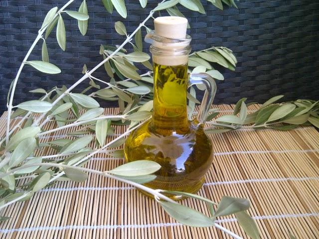 5 استعمالات رائعة لزيت الزيتون للحصول على بشرة أكثر شبابا ونضارة