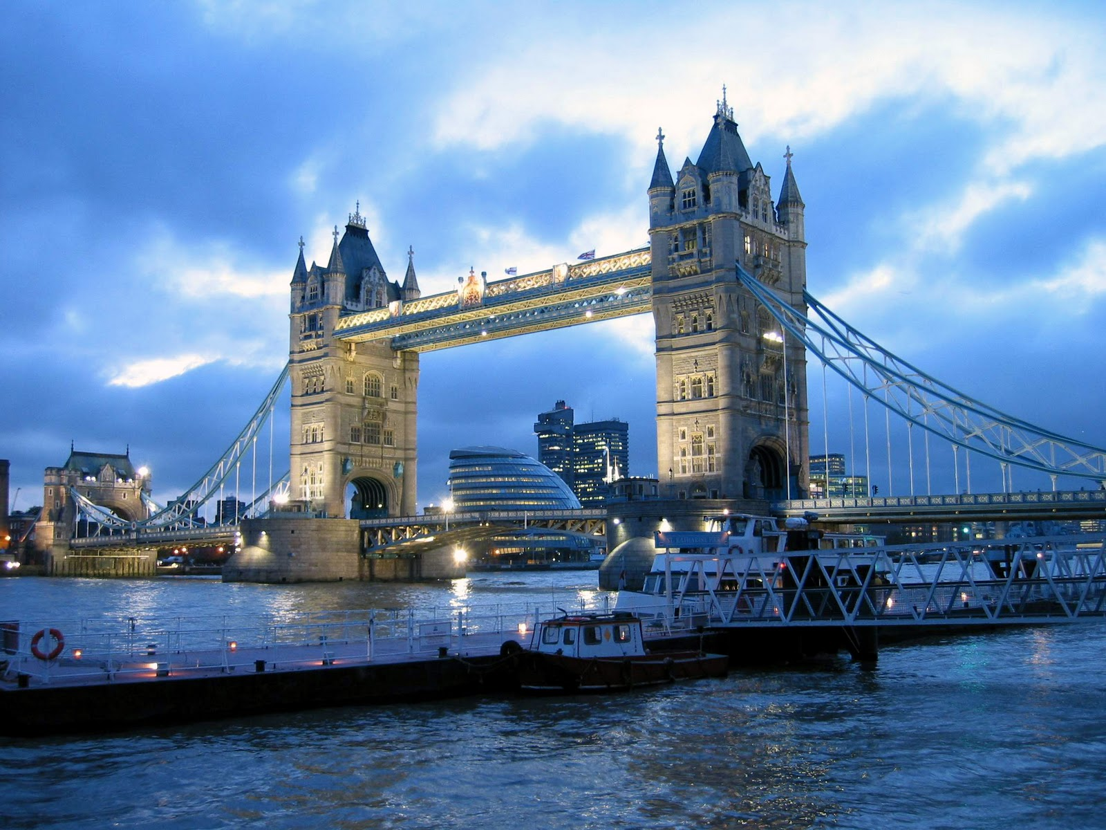 http://1.bp.blogspot.com/-aQrAmRh5Gfo/TpvWIawIPNI/AAAAAAAABMM/aH6F0J8yuoE/s1600/Amazing+Tower+Bridge+in+London+wallpapers.jpg