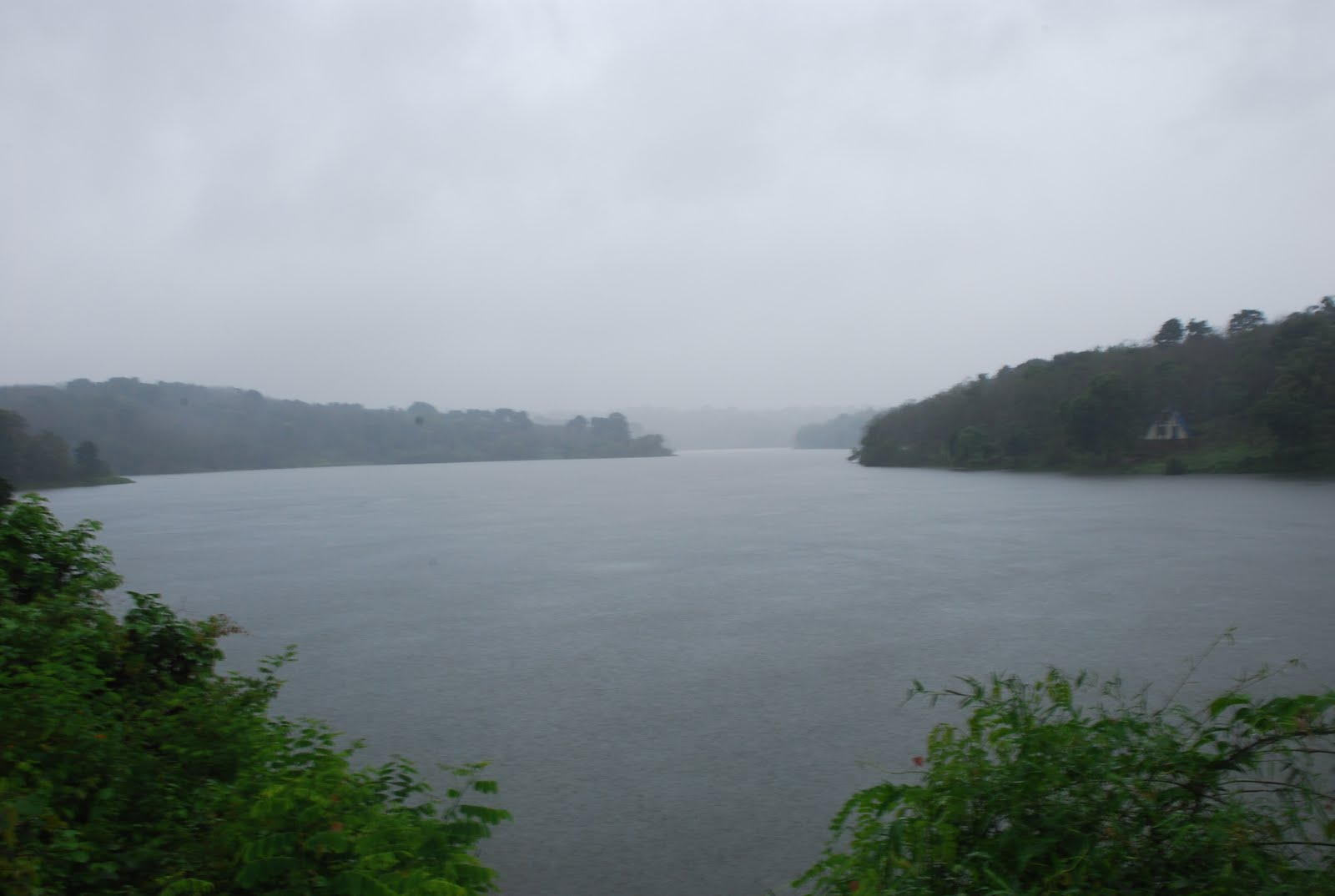 Eden valley resort poomala monsoon edenvalley lake view for Lake front view