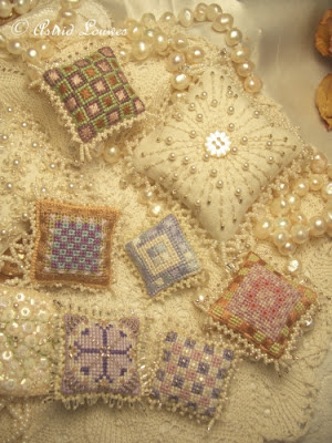 Embroidery little cushions