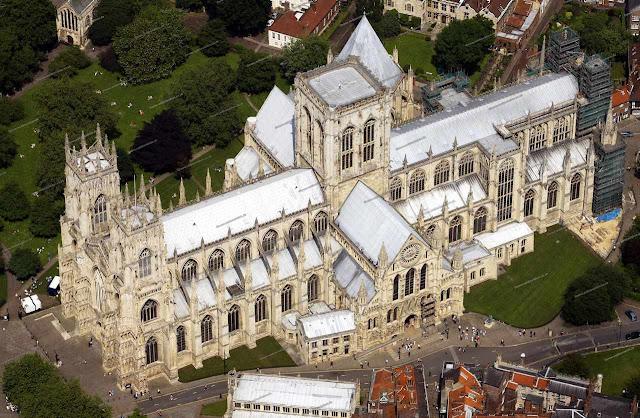 Só uma vista aérea permite apreciar a grandeza e a beleza da imensa catedral