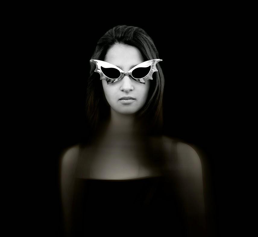 Nadia con anteojos