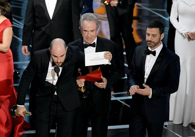 "#OscarsSo...What???!!  Stagehand said ""Oh, f-ck. Oh my God. He He got the wrong envelope."""