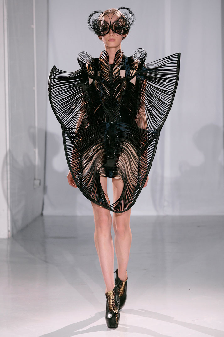 Inspirational design capriole by iris van herpen for Couture fashion designers