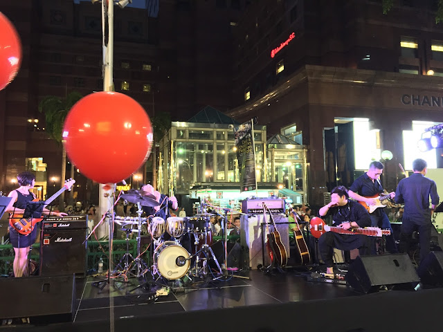 Pedestrian Night on Orchard Road - Music Performance by Flame of the Forest